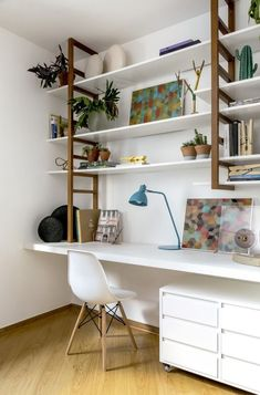 Impressive Small Home Office Layout Suggestions (Pictures) - Welcome to our small home office photo gallery showcasing several home office ideas of all kinds, designs as well as shades. Home Office Space, Home Office Design, Home Office Furniture, Home Office Decor, Home Decor, Office Ideas, Study Furniture Ideas, Home Office Table, Design Desk