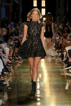 Alex Perry Ready-To-Wear S/S Runway gallery - Vogue Australia Boho Summer Outfits, Boho Outfits, Dress Skirt, Lace Dress, Black Bridesmaids, Alex Perry, Night Out Outfit, Mini Vestidos, Skirt Fashion
