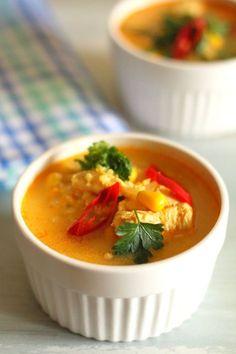 Pikantna zupa z kurczakiem, kukurydzą i kaszą jaglaną : Pikantna zupa z kurczakiem, kukurydzą i kaszą jaglaną Thermomix Składniki: 10 g oleju 1 cebula 2 ząbki czosnku papryczka chili (wg. uznania) 1300 gbulion. Przepis na Pikantna zupa z kurczakiem, kukurydzą i kaszą jaglaną Bon Appetit, Thai Red Curry, Lunch Box, Food And Drink, Tasty, Cooking, Ethnic Recipes, Chili, Diet