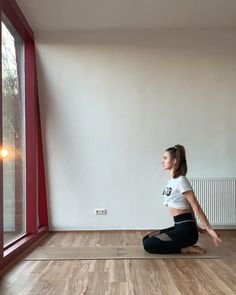 Yoga flow with full of grace. Credit: @yogajulz FREE downable e-book on how to relieve stress with detailed demonstration of yoga poses. Link in the blog post.