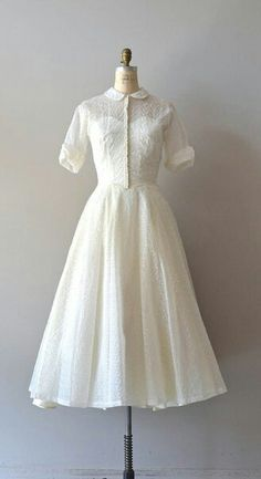 There are lots of various styles of bridal gown, nearly as many styles of wedding event dresses as there are shapes of ladies. No 2 females are shaped the very same and that is why it is so important to get wedding event gowns tailored to fit the bride. Pretty Outfits, Pretty Dresses, Beautiful Dresses, Vintage 1950s Dresses, Vintage Outfits, Moda Vintage, Looks Vintage, Event Dresses, Wedding Dresses