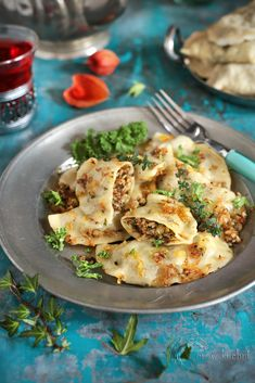 Pierogi z kaszą gryczaną i jarmużem Dumplings, Bento, Pierogi, Broccoli, Cauliflower, Vegetables, Desserts, Recipes, Food