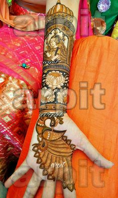 Mehndi is used for decorating hands of women during their marriage, Teej, Karva Chauth. Here are latest mehndi designs that are trending in the world. Peacock Mehndi Designs, Indian Henna Designs, Mehndi Designs Feet, Modern Mehndi Designs, Mehndi Design Pictures, Wedding Mehndi Designs, Dulhan Mehndi Designs, Beautiful Mehndi Design, Latest Mehndi Designs