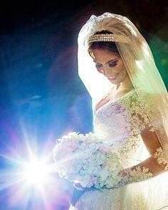 Danielle a linda noiva do último sábado  Make: @nayfogaca  http://ift.tt/1O9LVe0  #wedding #weddingphotography #weddingdress #weddingphotographer #casamento #bride #canon #felicidade #clauamorim #claudiaamorim  #portrait #retrato #instawedding #photooftheday #happiness #vestidodenoiva #fotodecasamento #fotografodecasamento #love #vestidadebranco #lapisdenoiva #yeswedding #bridetobride #bride2bride #trashthedress  #ensaio #goiás #noivinhasdegoiania