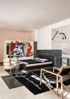 Eileen Gray modernist architecture and design. Eileen Gray, Movement In Architecture, Architecture Design, Bauhaus, Built In Furniture, Furniture Design, Gray Interior, Interior And Exterior, Casa Farnsworth