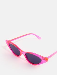 Want to look your best this summer? Shop the Neon Pink Cat Sunglasses at Skinnydip London. Types Of Sunglasses, Cat Sunglasses, Sunglasses Store, Heart Shaped Sunglasses, Summer Sunglasses, Sunnies, Celebrity Casual Outfits, Lunette Style, Skinnydip London