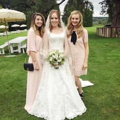 Tanya burr Looks stunning in her gorgeous wedding gown 💜along her side is niomi smart and Zoe sugg aka zoella ❤️💛💚💙 Jim And Tanya Wedding, Tanya Burr Wedding, My Beautiful Friend, Beautiful Bride, Beautiful People, Got Married, Getting Married, Niomi Smart, Bae