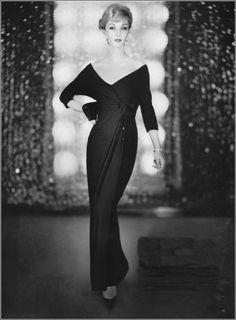 Evelyn Tripp in gown by Leslie Morris, jewelry by Van Cleef & Arpels for Vogue, November 1958