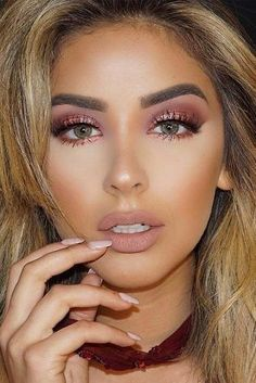 Light Shimmer Rose Gold Makeup Looks picture 5 rose gold eye make up, Rose Gold Makeup Looks, Makeup Looks For Brown Eyes, Glam Makeup Look, Gorgeous Makeup, Casual Makeup, Simple Makeup, Makeup With Gold Dress, Makeup Looks For Prom, Fresh Makeup
