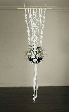 How to Make Macrame Plant Hanger DIY: Inspiring Projects - Macrame Hanging Planter, Hanging Planters, Macrame Art, Macrame Projects, Micro Macramé, Macrame Patterns, Home And Deco, Plant Holders, Plant Hanger
