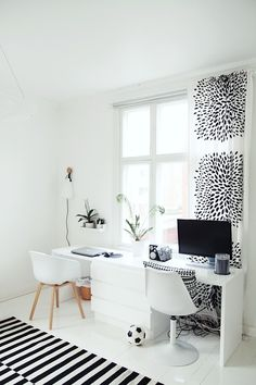 desk / home office Apartment Needs, Apartment Design, Home Office Design, Home Office Decor, Home Decor, Small Studio Apartments, Guest Room Office, Workspace Inspiration, Home Office Organization