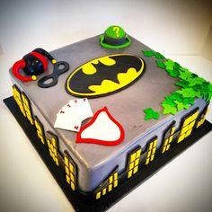 #cake #novelty #batman #logo #joker #poisonivy #harleyquinn #riddler #skyline…