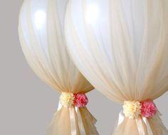 DIY: Tulle & balloons cute centerpiece