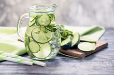 5 Cucumber-Lemon Water Recipes Ideal for Your Daily Diet Cucumber Water Benefits, Cucumber Detox Water, Infused Water Recipes, Fruit Infused Water, Detox Drinks, Fun Drinks, Yummy Drinks, Healthy Drinks, Healthy Food