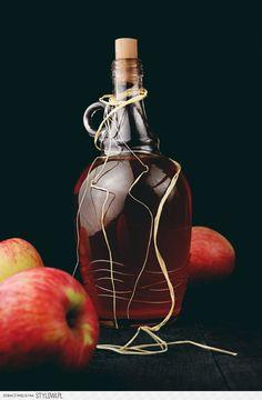 nalewka z jabłek składniki: 700 ml wódki 1 kg jabłek 3… na Stylowi.pl Irish Cream, Pina Colada, Preserves, Tea Party, Good Food, Food And Drink, Vogue, Drinks, Liqueurs