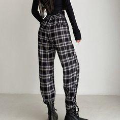 Plaid Pants Outfit, Trouser Outfits, Plaid Outfits, Plaid Fashion, Fashion Pants, Fashion Outfits, Grunge Outfits, Gothic Outfits, Checked Trousers