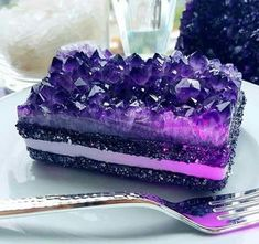 amethyst wedding cake is a gorgeous and jaw dropping idea, looks like a real one Crazy Cakes, Gem Cake, Kreative Desserts, Delicious Desserts, Yummy Food, Crystal Cake, Rainbow Food, Cute Cakes, Aesthetic Food