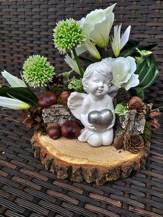 Grave Flowers, Cemetery Decorations, Diy Wreath, Ikebana, Air Plants, Funeral, Garden Sculpture, Christmas Wreaths, November