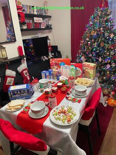 North Pole Breakfast Table North Pole Breakfast, Breakfast Menu, Savory Breakfast, Best Breakfast, Breakfast Recipes, Cinnamon Cereal, Pie Flavors, Food Dye, Mince Pies