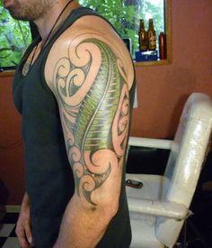 Ferns are considered one of the most ancient plant families out there. Koru Tattoo, Bild Tattoos, Body Art Tattoos, Tribal Tattoos, Maori Tattoos, Tatoos, Pointillism Tattoo, Australian Tattoo, New Zealand Tattoo