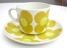 Vintage RARE Arabia Finland Aurinko Design by Esteri Tomula Kaj Franck Vintage Crockery, Vintage Cups, Retro Vintage, Ceramic Tableware, Kitchenware, Cute Mugs, Vintage Pottery, Scandinavian Design, Finland