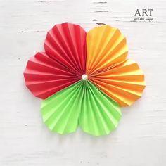 Flower Crafts Kids, Hand Crafts For Kids, Diy Mother's Day Crafts, Easy Paper Crafts, Paper Crafts Origami, Folded Paper Flowers, Paper Flowers Craft, Paper Fan Decorations, Christmas Card Crafts