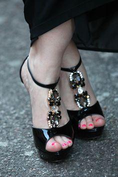 MFW DAY 4, un sandalo gioiello per una serata tra moda e musica - http://www.2fashionsisters.com/mfw-sandalo-gioiello-serata-moda-musica/ - 2 Fashion Sisters Fashion Blog - #AbitoClassRobertoCavalli, #GiaccaClassRobertoCavalli, #PochetteLoriblu, #SandaloGioiello, #SandaloGioielloLoriblu