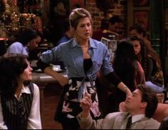 Learn how to dress like Rachel Green from Friends. Make your own Rachel Green costume or cosplay from the TV show Friends Rachel Green Costumes, Rachel Green Outfits, Estilo Rachel Green, Rachel Green Style, Jennifer Aniston, Waitress Outfit, Rachel Green Friends, Friend Costumes, Green Apron