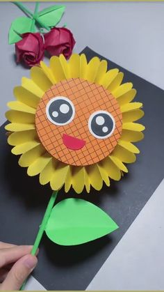 Ant Crafts, Paper Flowers Craft, Paper Crafts For Kids, Preschool Crafts, Flower Crafts Kids, Diy Crafts For Kids Easy, Creative Arts And Crafts, Fun Diy Crafts, Sunflower Crafts