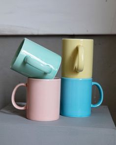 Krus i Rainbow-serien fra @haydesign Gi farge til borddekkingen med dette flotte kruset i porselen lakkert med en herlig og lett transparent gulfarge. Kruset er kjempefint i kombinasjon med andre produkter fra Rainbow-serien. Kan vaskes i oppvaskmaskin. #gjørnoenglad #haydesign #scandinaviandesign #gavetipso Scandinavian Design, Mugs, Tableware, Instagram, Dinnerware, Tumblers, Dishes, Mug, Cups