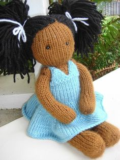 Party Dress Pattern: I've made a few Waldorf-style dolls before and this is a nice knit variation, especially with the flouncy dre..