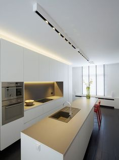Modern Kitchen Interior Look into our gallery including 46 Inspiring Kitchen Lighting Ideas and also discover the motivation for your kitchen! Small Kitchen Lighting, Kitchen Lamps, Kitchen Chandelier, Kitchen Lighting Fixtures, New Kitchen, Kitchen Decor, Ceiling Fixtures, Kitchen Ideas, Kitchen Cabinets