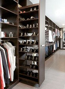If you're dreaming of a luxury walk-in closet in your home, you're definitely not alone. Visit our gallery of luxurious walk-in closet designs. Walk In Closet Design, Bedroom Closet Design, Master Bedroom Closet, Closet Designs, Walk In Closet Small, Walk In Robe Designs, Master Bedroom Wardrobe Designs, Best Wardrobe Designs, Master Closet Layout