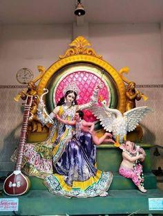 Saraswati Puja Pandal, Lord Saraswati, Saraswati Murti, Saraswati Photo, Durga Kali, Saraswati Goddess, Goddess Art, Shiva Parvati Images, Durga Images