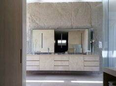 travertine-bathroom-villa-los-angeles-rios-clementi-project-lorraine-letendre