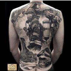 Feuerwehr Tattoo über den kompletten Rücken von Tätowierer Matteo Pasqualin