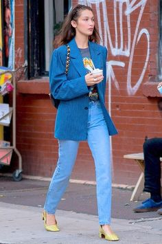 ( link) Bella Hadid in New York City New York on Sunday Bella Hadid Outfits, Bella Hadid Style, Look Fashion, Fashion Outfits, Model Street Style, Models Off Duty, Celebrity Style, Cute Outfits, Style Inspiration