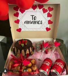 Valentine Gift Baskets, Valentines Gift Box, Valentine's Day Gift Baskets, Creative Gifts For Boyfriend, Cute Boyfriend Gifts, Diy Birthday Gifts For Friends, Birthday Gift For Him, Diy Crafts For Gifts, Candy Gifts
