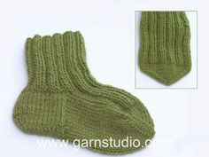 Knitted socks with rib and stripes. Size Piece is knitted in DROPS Nord. Baby Knitting Patterns, Baby Cardigan Knitting Pattern, Knitting Socks, Free Knitting, Drops Design, Drops Baby, Baby Socks, Baby Sweaters