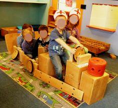 Een ambulance bouwen in ons bouwparadijs. Hebben wij dat niet mooi gedaan :)