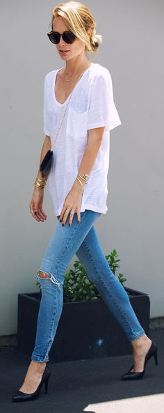 White t shirt, gold jewelry, exceptional heels