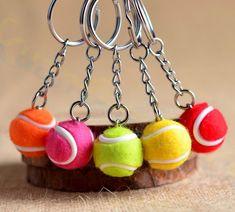 2 pcs Tennis De sac Pendentif en plastique mini balle de tennis porte-clés petit Ornements sport publicité porte-clés ventilateurs souvenirs porte-clés