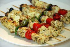 Deze gemarineerde Griekse kipspiesjes met o. Greek Recipes, Light Recipes, Fondue, Cobb Bbq, Seafood Diet, Greek Dishes, Happy Foods, No Cook Meals, Food Dishes