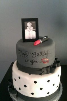 Marilyn Monroe Birthday Cake This was a cake that I did for my daughter's Birthday. She loves Marilyn Monroe. Pretty Cakes, Cute Cakes, Beautiful Cakes, Amazing Cakes, Marilyn Monroe Birthday, 30th Birthday Parties, 15th Birthday, Cake Birthday, Happy Birthday