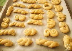 Κουλουράκια με μαχλέπι   una cucina Biscuits, Cookies, Desserts, Recipes, Food, Bakery Business, Crack Crackers, Crack Crackers, Tailgate Desserts