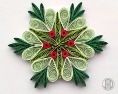 13 Paper Quilling Design Ideas That Will Stun Your Friends Arte Quilling, Paper Quilling Flowers, Paper Quilling Tutorial, Paper Quilling Cards, Paper Quilling Patterns, Origami And Quilling, Quilled Paper Art, Quilling Christmas, Christmas Crafts