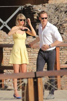 Toms Shoes OFF! Pin for Later: Taylor Swift and Tom Hiddleston Kissed on Top of the Colosseum in Rome Photos Of Taylor Swift, Taylor Swift Style, Taylor Alison Swift, Taylor Swift Fashion, Taylor Swoft, Baby Taylor, Taylor Swift Boyfriends, Fashion Night, Tom Hiddleston