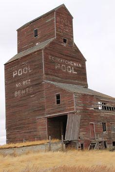 The almost disappeared grain elevators of Saskatchewan O Canada, Alberta Canada, Canada Travel, Largest Countries, Cool Countries, Saskatchewan Canada, Western Canada, Take Better Photos, Water Tower