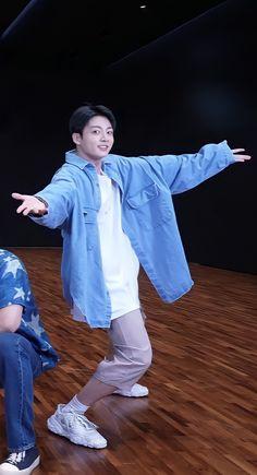 Jungkook Cute, Foto Jungkook, Bts Clothing, Maknae Of Bts, Iconic Photos, Dance Choreography, Jeon Jeongguk, Bts Boys, Korean Singer
