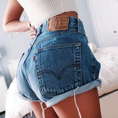 Levi's Cuttoffs Jean shorts and white top Look Fashion, Fashion Outfits, Womens Fashion, Fashion Trends, 90s Fashion, Fashion Beauty, Hotpants Jeans, Cutoffs, Spring Summer Fashion